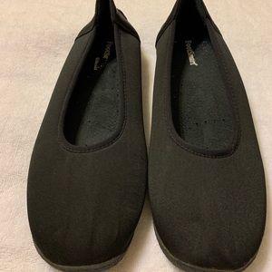 Footsmart black flats size 9M-perfect